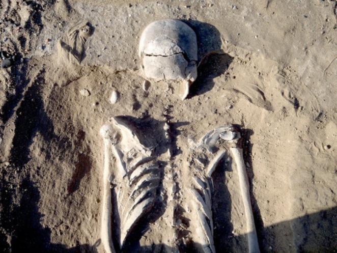 I ricercatori hanno detto che la scoperta ha rappresentato la prova di una guerra tra cacciatori-raccoglitori preistorici. La guerra è generalmente vista come proveniente da comunità stanziali. Marta Mirazon Lahr